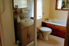 cosy-cottage-caravan-bathroom1