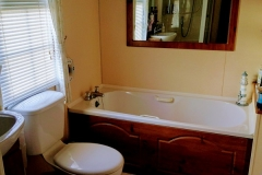 cosy-cottage-caravan-bathroom3