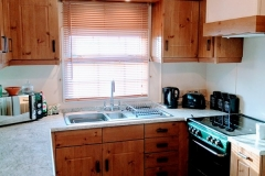 cosy-cottage-caravan-kitchen1