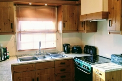cosy-cottage-caravan-kitchen2
