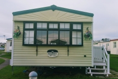 cosy-cottage-caravan-outside4