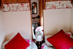 cosy-cottage-caravan-twin1